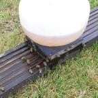 Gestern Bienentränke windstill aufgestellt, wo die Bienen am meisten im Gras gesessen haben.