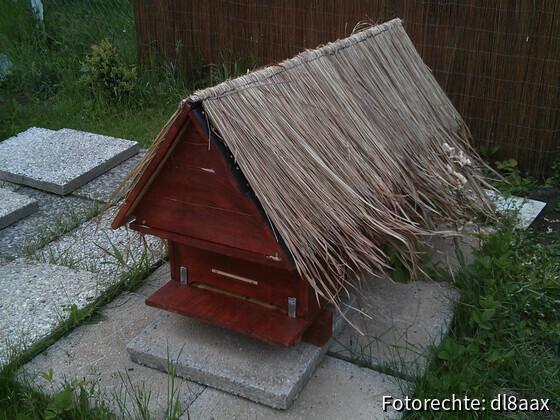 Bienenkiste mit Dach
