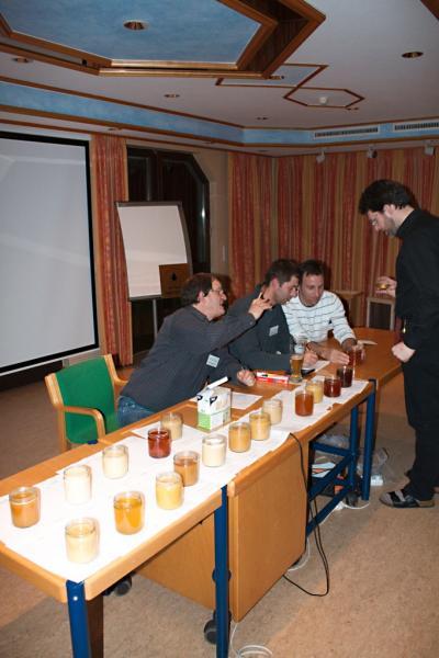 Vorbereitungen zur großen Honigverkostung.